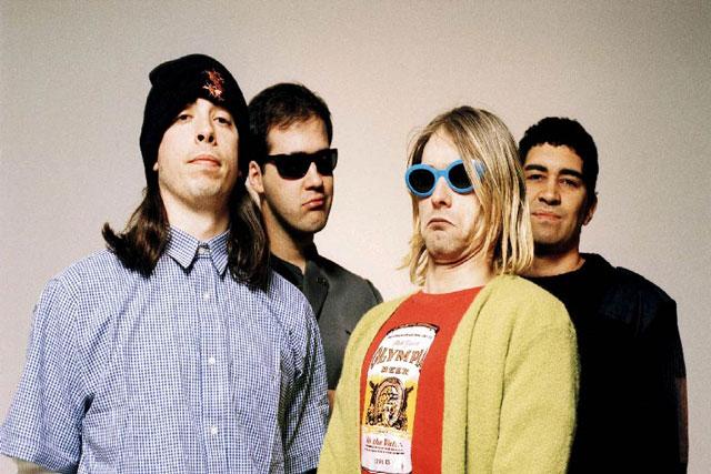 30 лет спустя: Всети показали выступление Nirvana вмагазине электроники