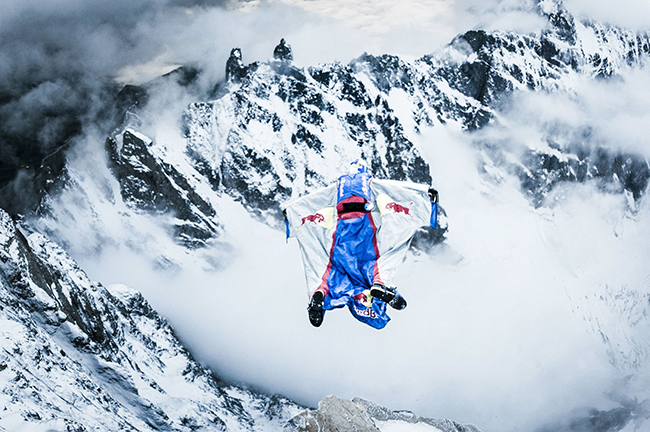 Flying High. The Quest for Everest