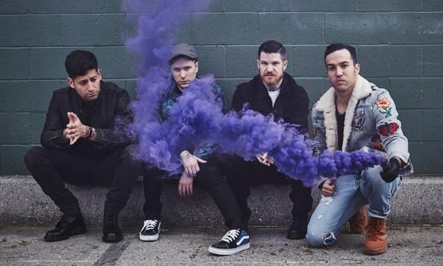 Fall Out Boy выпустили клип «HOLD ME TIGHT OR DON'T»