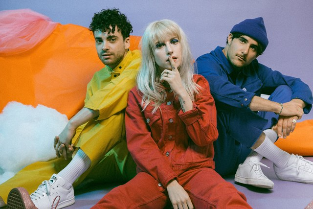 Paramore выпустили клип «Caught In The Middle»
